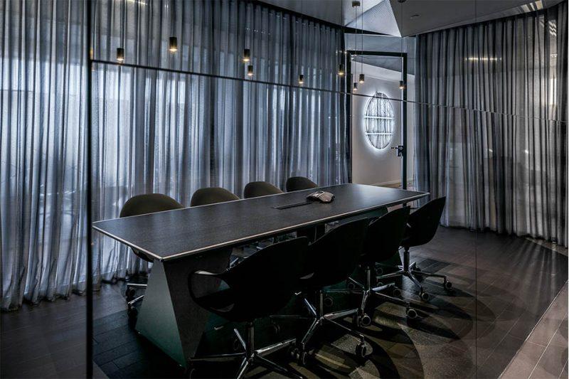 אדריכלות משרדים - חדר ישיבות שרם